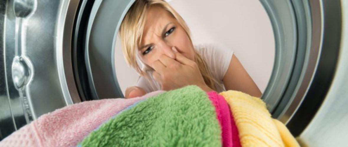 A máquina de lavar cheira mal?Também conhecemos o problema.Pode haver uma série de razões para isso - a mais comum é o acúmulo de sujeira em algum lugar da máquina de lavar.